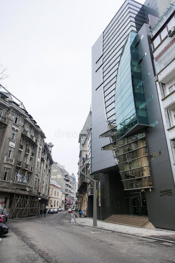 Edificios viejos de Bucarest imagenes de archivo
