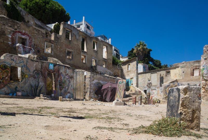 Edificios viejos del defecto en Lisboa fotografía de archivo