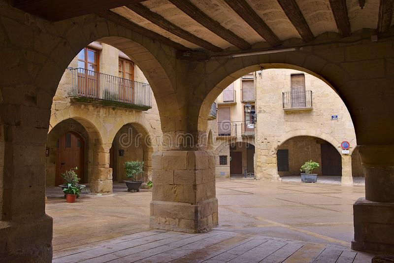 Edificios viejos en el pueblo de Horta de Sant Joan imagen de archivo libre de regalías