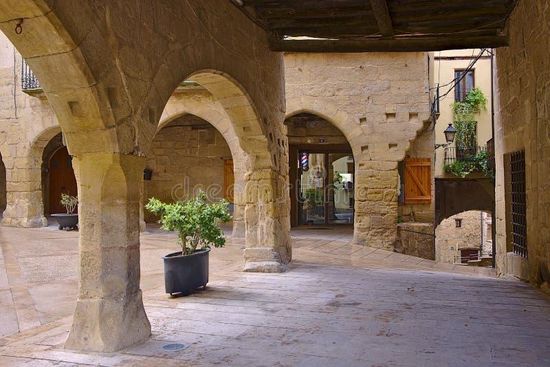 Edificios viejos en el pueblo de Horta de Sant Joan fotos de archivo libres de regalías