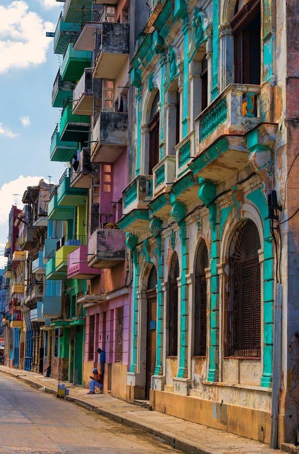 Edificios viejos en La Habana imagenes de archivo
