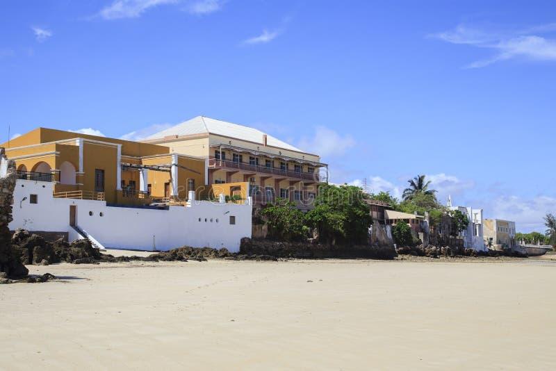 Edificios viejos en la orilla de la isla de Mozambique foto de archivo libre de regalías