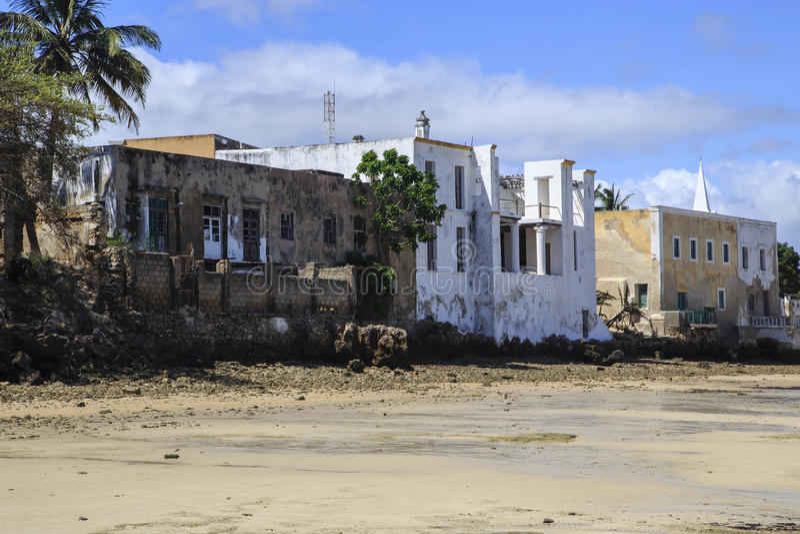 Edificios viejos en la orilla de la isla de Mozambique fotos de archivo libres de regalías
