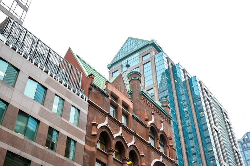Edificios viejos y nuevos en Toronto imagenes de archivo