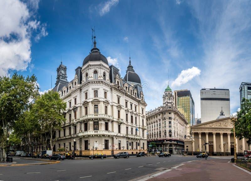 Edificios y catedral cerca de Plaza de Mayo - Buenos Aires, la Argentina fotografía de archivo