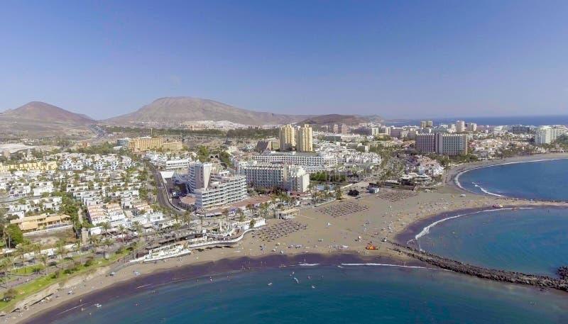 Edificios y costa costa de Playa de Las Américas, Tenerife, Cana imagen de archivo libre de regalías