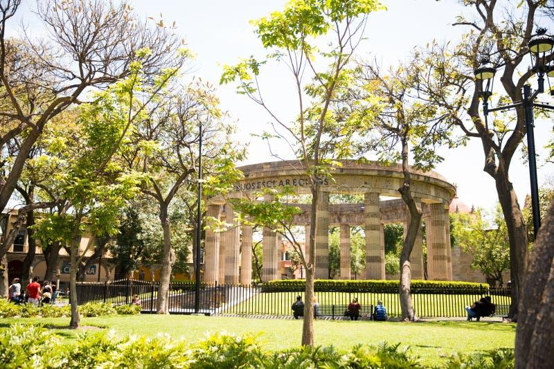 Edificios y estatuas del cuadrado de la liberación fotografía de archivo