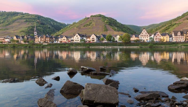 Ediger-Eller przy Calmont na Moselle Niemcy zdjęcie stock