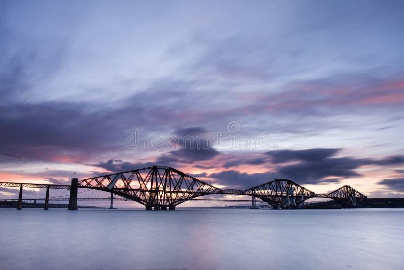 Edimburgo adelante puentea puesta del sol imágenes de archivo libres de regalías