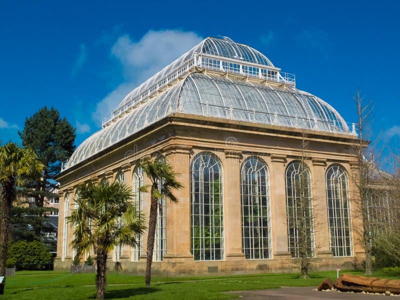 EDIMBURGO, ESCÓCIA, o 18 de abril de 2016 - a casa de palma no jardim botânico real, Edimburgo, Escócia foto de stock royalty free