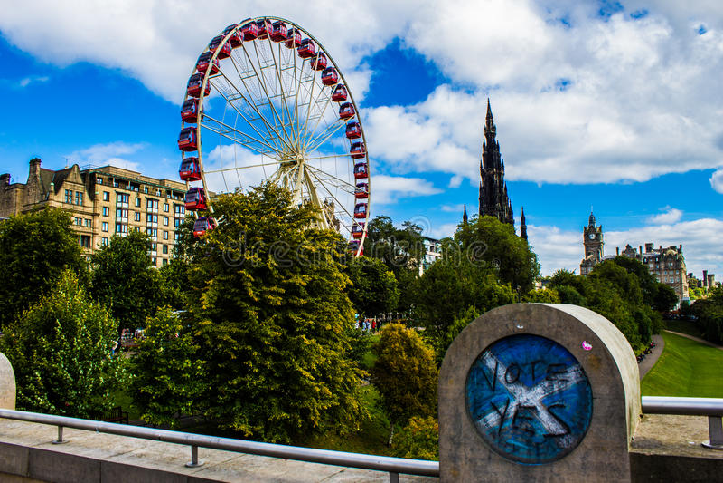 Edimburgo, princesa Street, voto SIM! fotos de stock royalty free