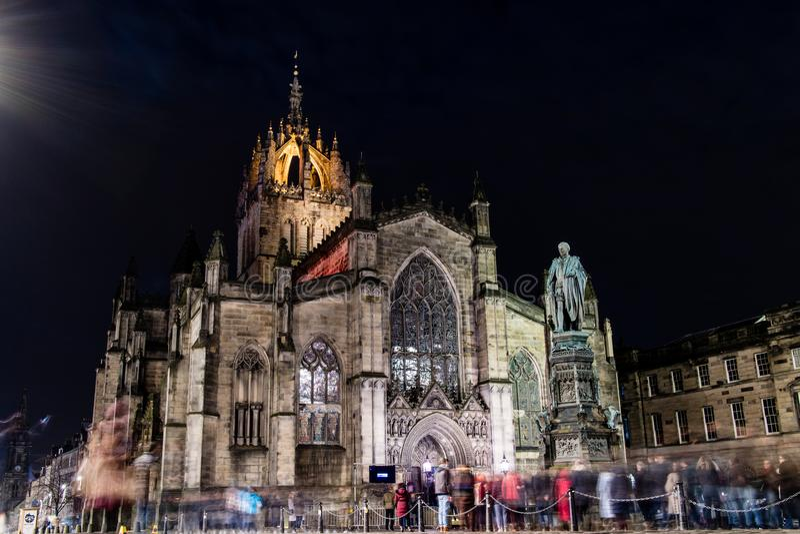 Edimburgo, Reino Unido - 12/04/2017: St Giles en la noche con fotografía de archivo libre de regalías