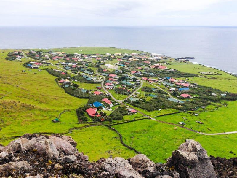 Edinburg av panoramautsikten för stad för sju hav den flyg-, Tristan da Cunha, den mest avlägsna bebodda ön, södra Atlantic Ocean fotografering för bildbyråer
