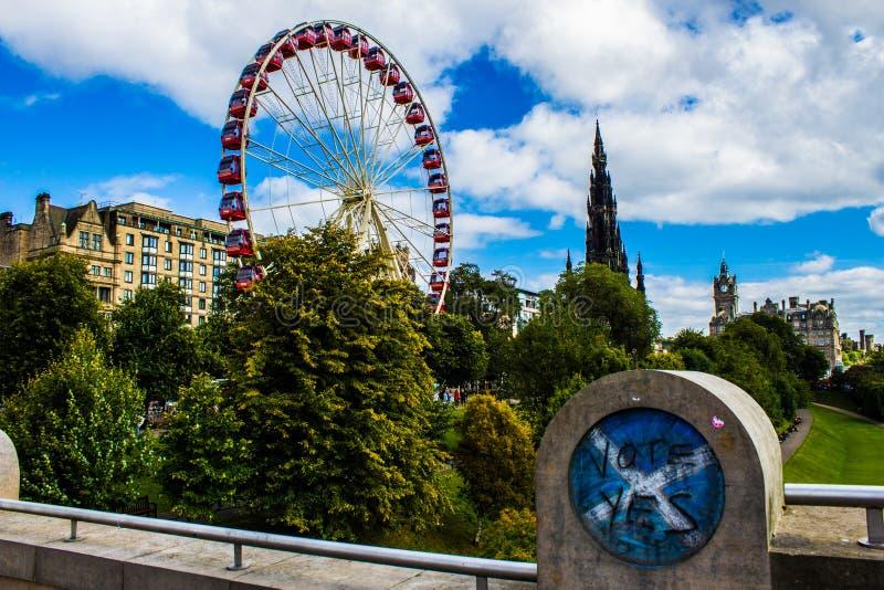 Edinburg prinsessan Street, röstar JA! royaltyfria foton