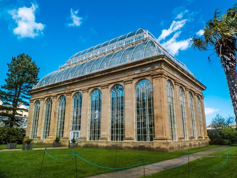 EDINBURG SKOTTLAND, April 18, viktoriansk 2016-The gömma i handflatan huset, kungliga botaniska trädgårdar, Edinburg, Skottland fotografering för bildbyråer