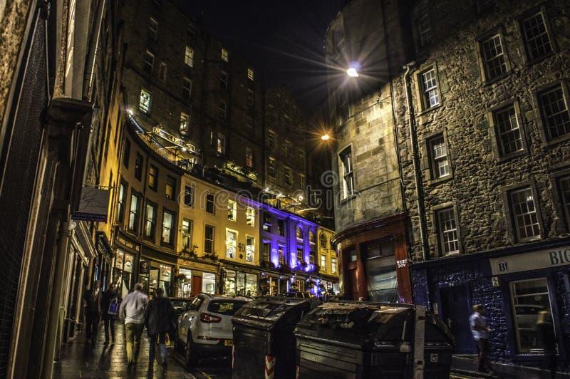 Edinburgh bis zum Nacht lizenzfreie stockfotografie