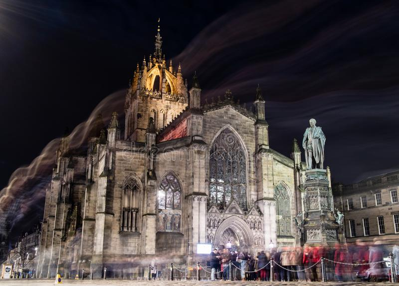 Edinburgh, het Verenigd Koninkrijk - 12/04/2017: St Giles bij nacht met stock foto