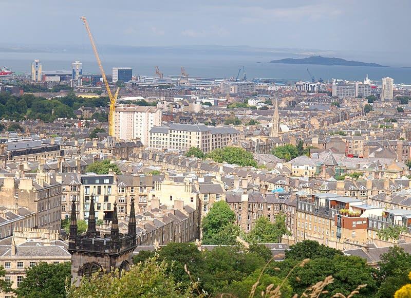 Edinburgh over het Water van Leith-rivier stock foto