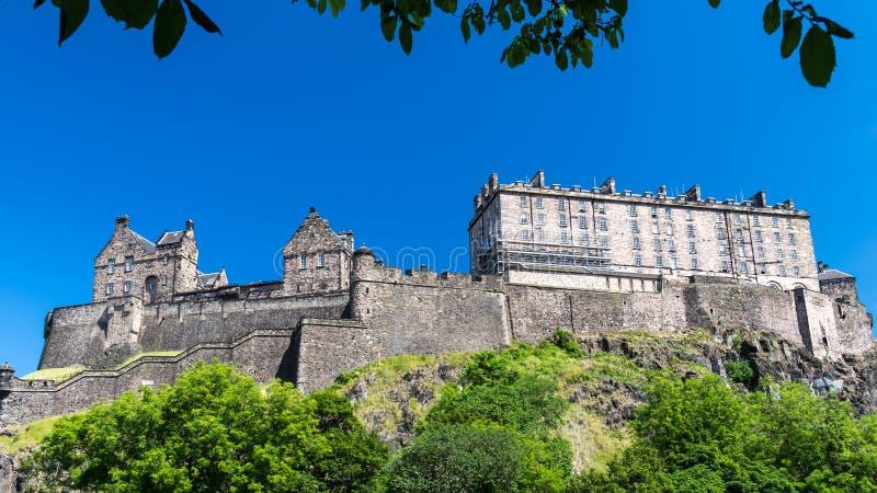 Edinburgh-Schloss auf dem Hügel, Schottland stockfotos