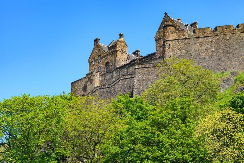Edinburgh-Schloss an einem schönen klaren sonnigen Tag stockbild