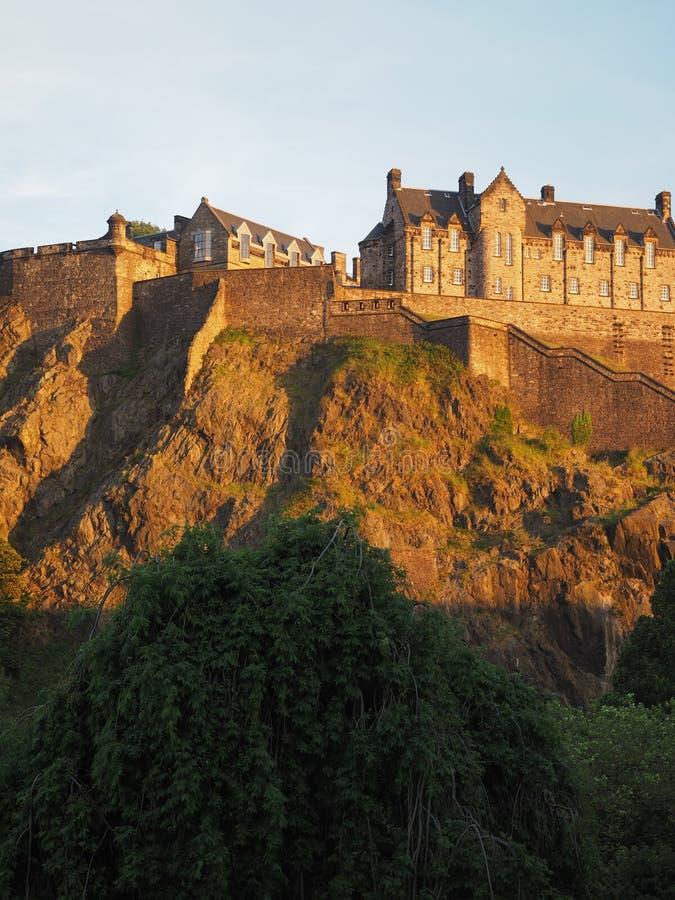 Edinburgh-Schloss am Sonnenuntergang stockfotografie
