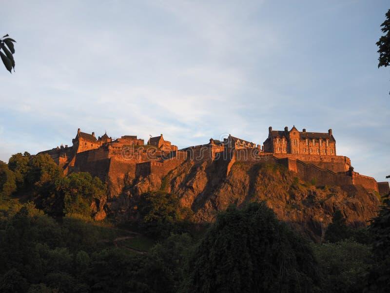 Edinburgh-Schloss am Sonnenuntergang stockfotos