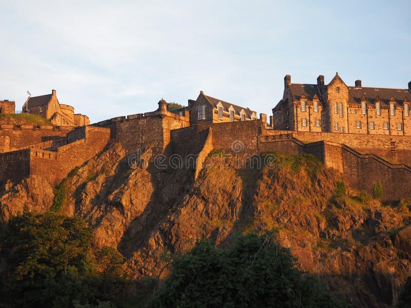 Edinburgh-Schloss am Sonnenuntergang lizenzfreie stockfotografie