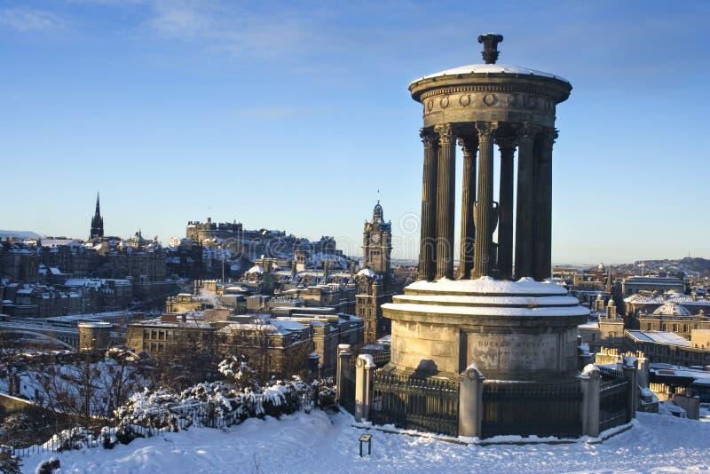 Edinburgh-Schloss vom Hügel lizenzfreies stockbild