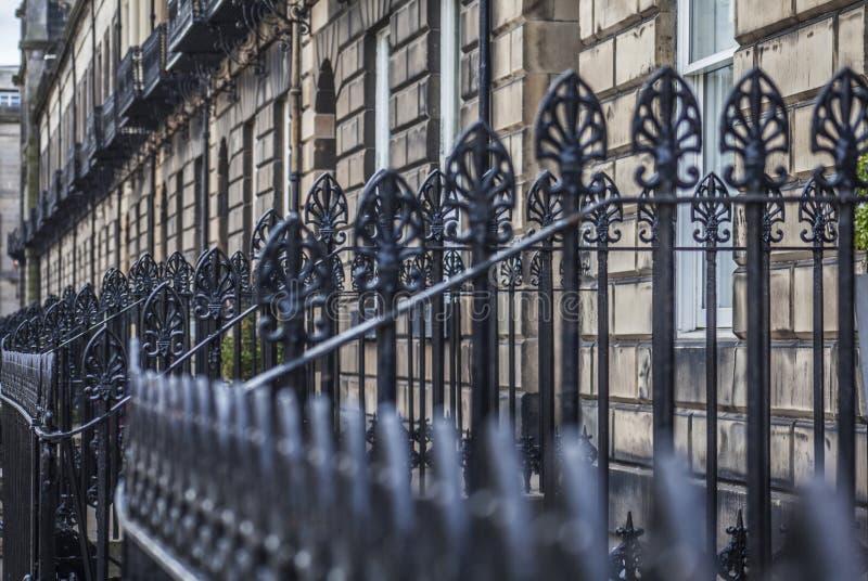 Edinburgh, Schotland, het UK - oude huizen en omheiningen stock foto