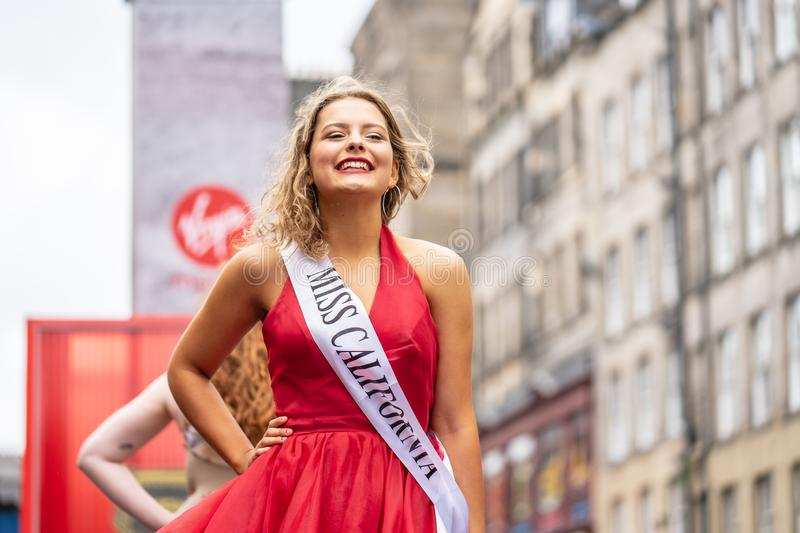 Edinburgh, Scotland, UK. 18th August, 2019. A performer on The Royal Mile promoting the show Beauty Is Pain at Paradise In The. Vault venue 29 during the stock images