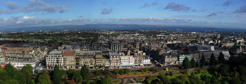Edinburgh-Skylinepanorama lizenzfreie stockbilder