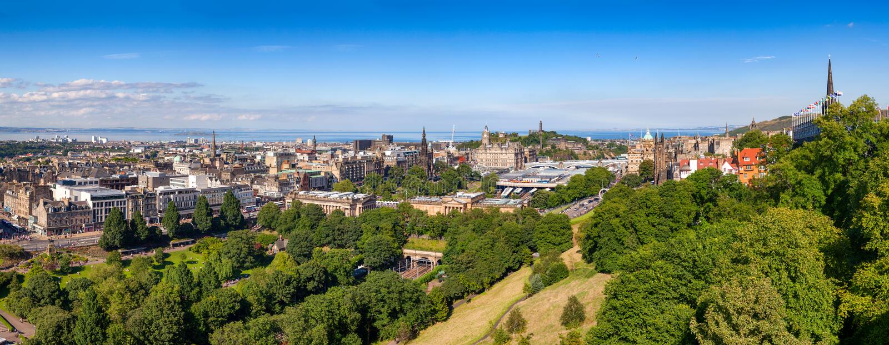 Edinburgh-Stadtbildpanorama Schottland Großbritannien lizenzfreie stockfotos
