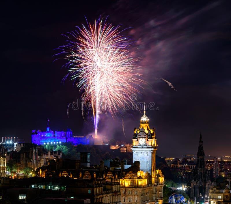 Edinburgh vuurwerk-Schotland het UK stock afbeelding