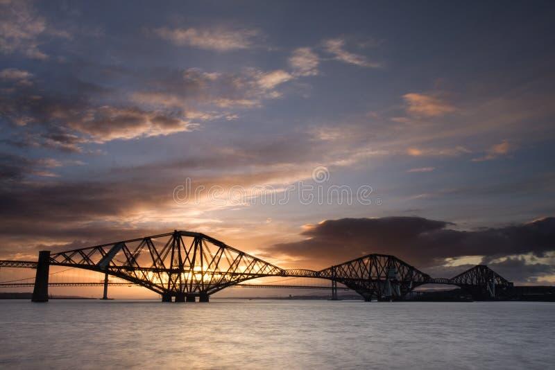 Edinburgh weiter überbrücken Sonnenuntergang lizenzfreie stockfotos