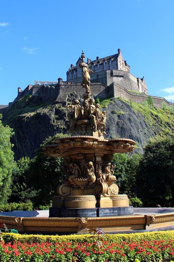 Edinburgslott och prinsgataträdgårdar arkivbild