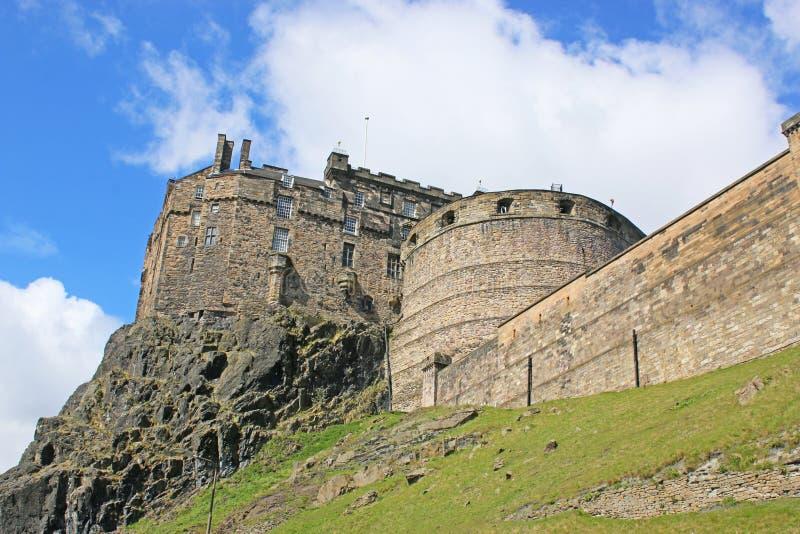 Edinburgslott på en klippa, Skottland arkivbilder