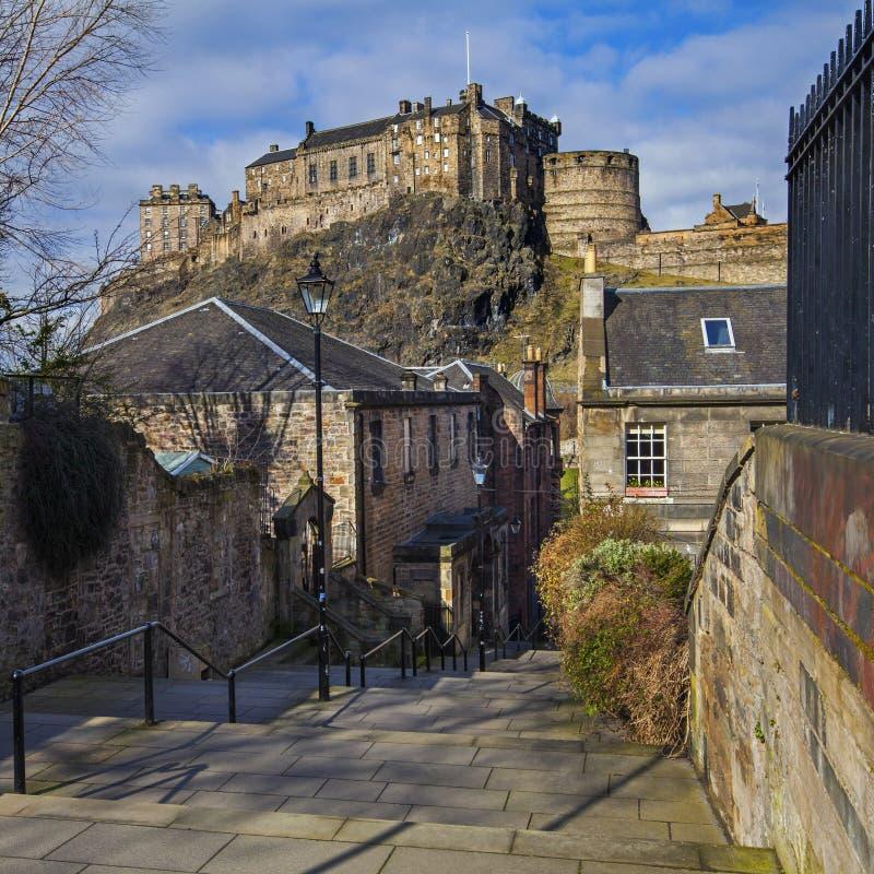 Edinburgslottsikt från Vennel royaltyfria foton