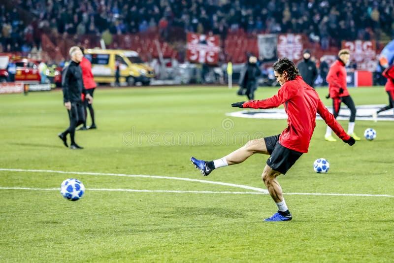Edinson Cavani que calienta en un partido del UEFA Champions League fotografía de archivo