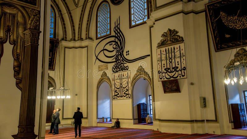 Edirne Turkiet - April 19, 2014: Inre av den gamla moskén Eski Cami i Edirne arkivbilder
