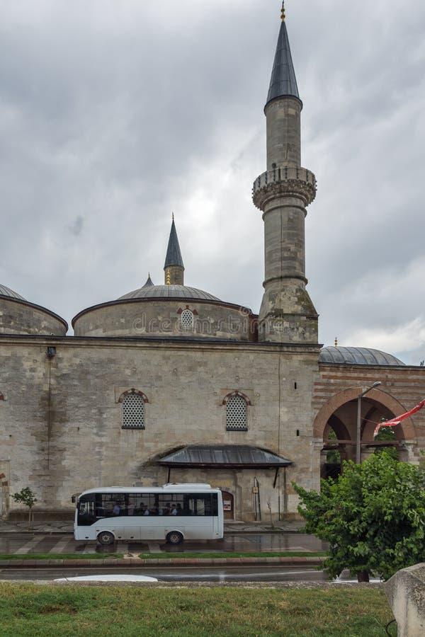 EDIRNE, TURQUIA - 26 DE MAIO DE 2018: Eski Camii Mosque no centro da cidade de Edirne, Thrace do leste, Turquia fotos de stock