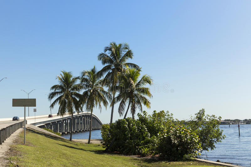 Edison Bridge i Fort Myers, sydvästliga Florida royaltyfri bild