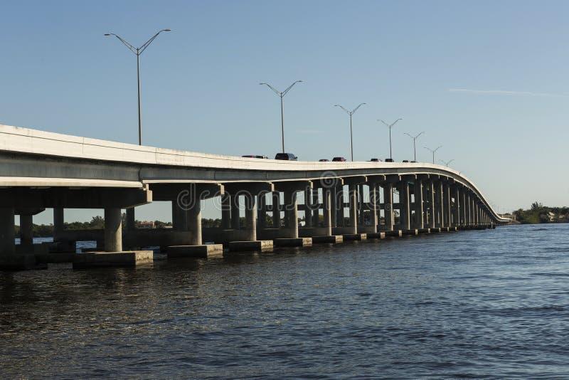 Edison Bridge i Fort Myers, sydvästliga Florida arkivfoto