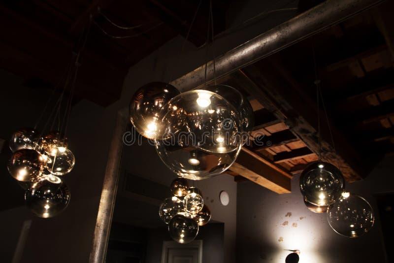 Edison ` s lampa w nowożytnym stylu i żarówka grże brzmienie fotografię fotografia stock