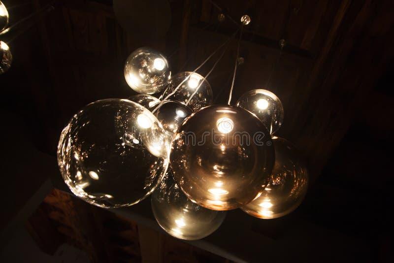 Edison ` s lampa w nowożytnym stylu i żarówka grże brzmienie fotografię obrazy stock