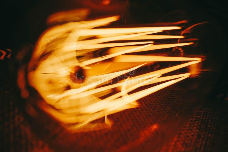 Edison stänger sig ljusa kulor upp arkivfoto