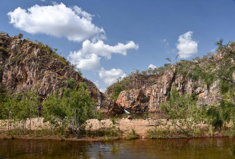 Edith Falls è una serie di cascate e di stagni precipitanti a cascata fotografie stock libere da diritti