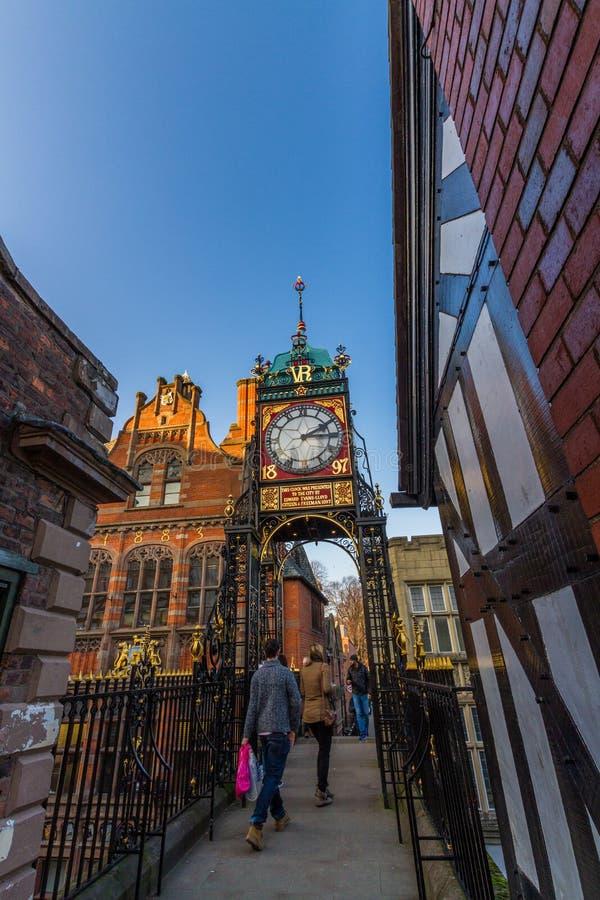 Editorial, Chester, Inglaterra, el reloj de Eastgate, retrato, cielo azul, granangular, copyspace, otoño imágenes de archivo libres de regalías