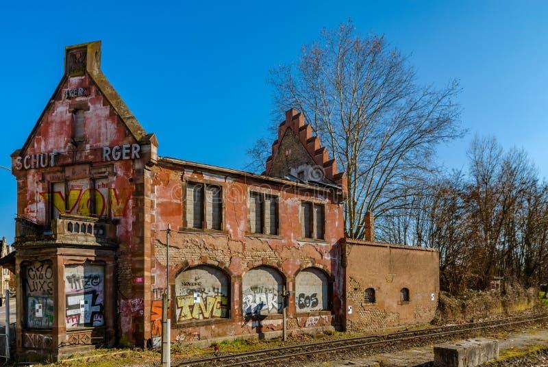Editorial: 14 de março, Strasbourg, França Velho abandonado arruinado imagens de stock royalty free