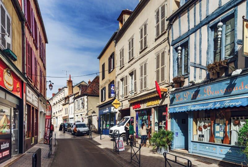 Editorial: 8 de marzo de 2018: Auxerre, Francia Opinión de la calle, d soleada foto de archivo