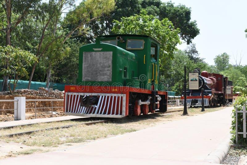 Editorial: 16 de mayo de 2015: Nueva Deli, la India, museo nacional del carril: El museo recibe los motores y las cabinas del car fotografía de archivo